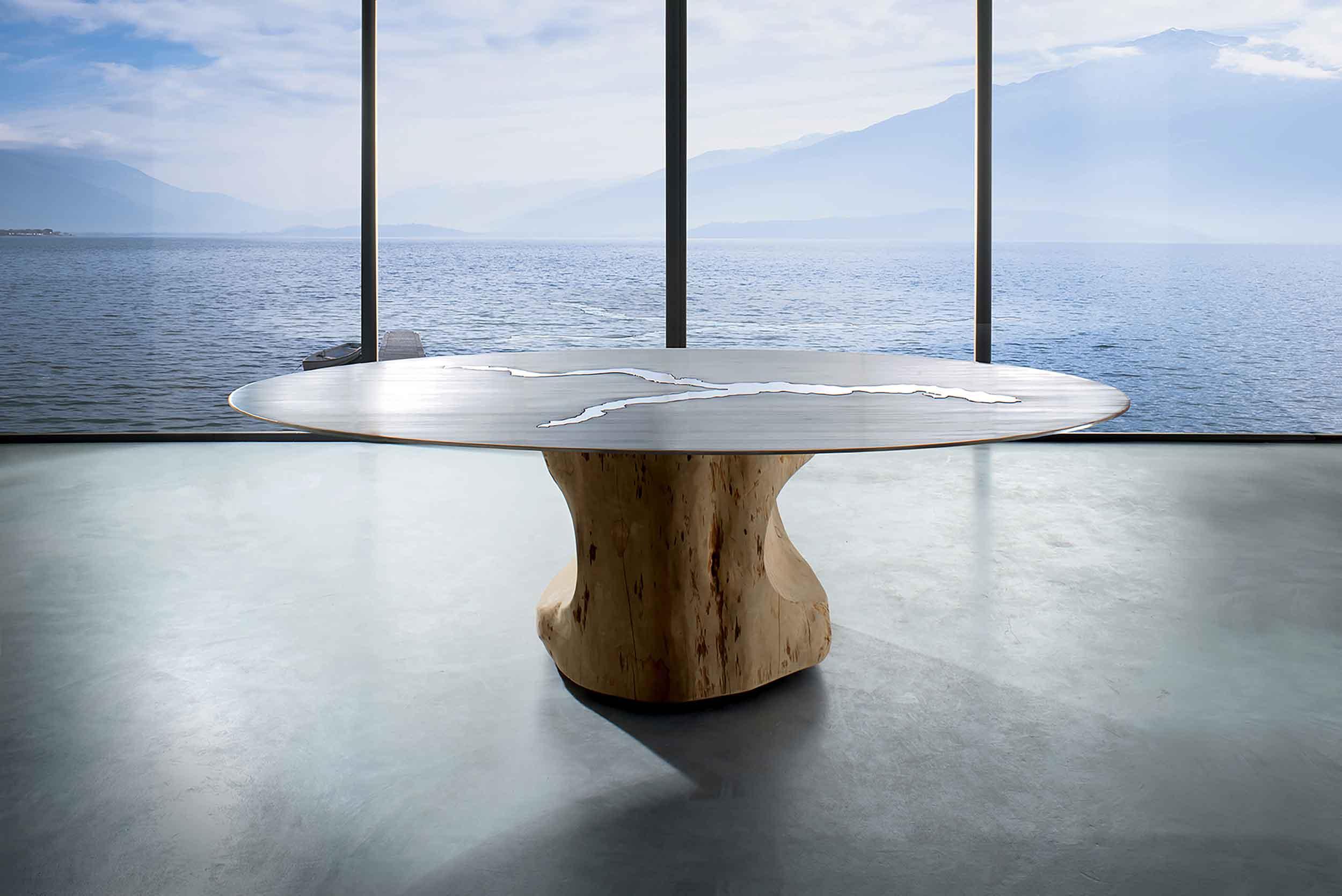 Presentazione tavolo Como Lake, tavolo dedicato al Lago di Como. Fiore all'occhiello degli arredi artigianali su misura di Vener tailor made art.